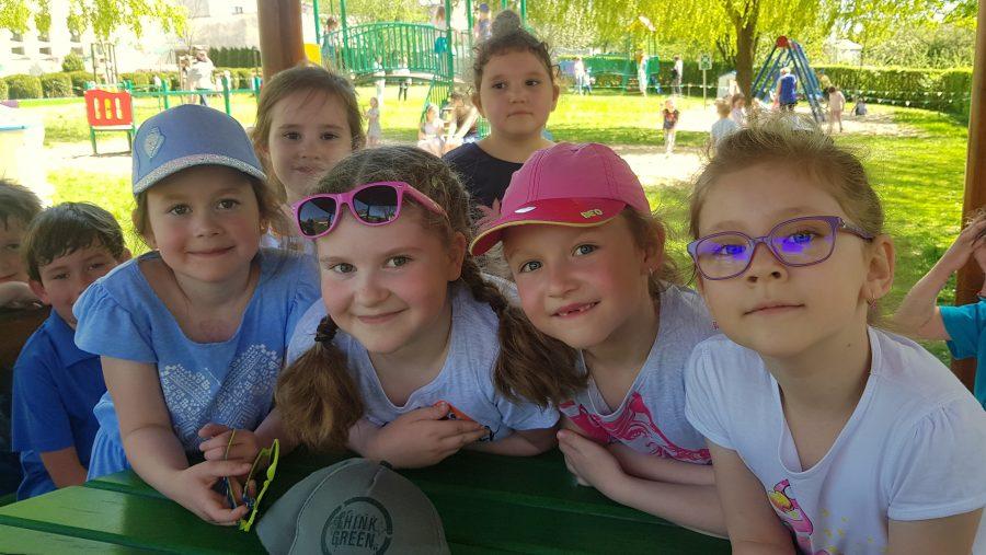 Zabawy w ogrodzie przedszkolnym
